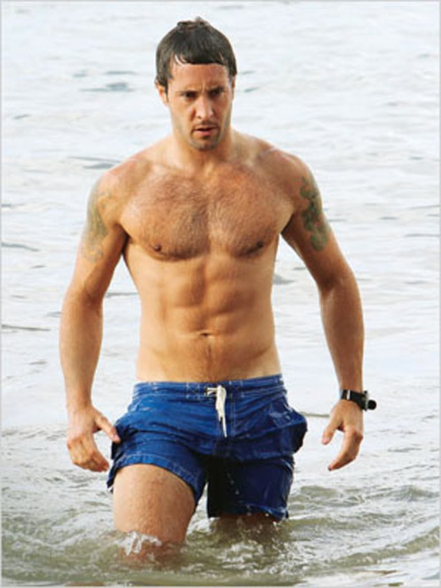 Alex O'Loughlin's classic shirtless moments