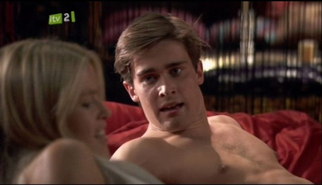 Witches of East End's Christian Cooke naked classics ...