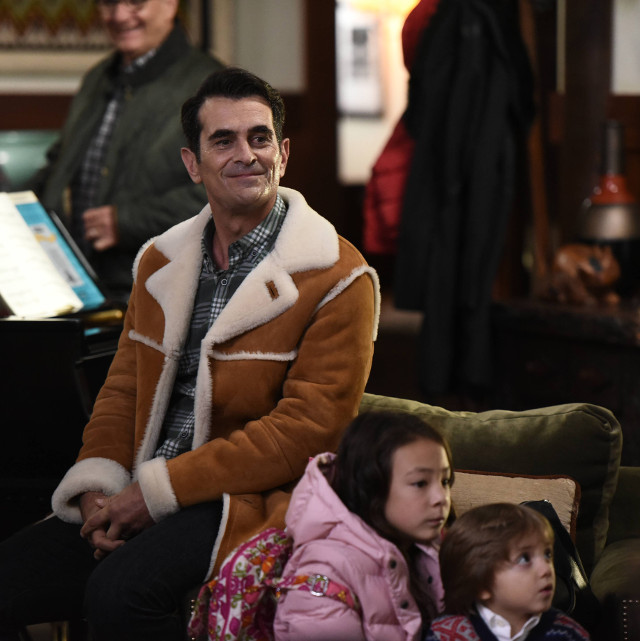 Modern Family 7x09 White Christmas preview - Entertainment Focus