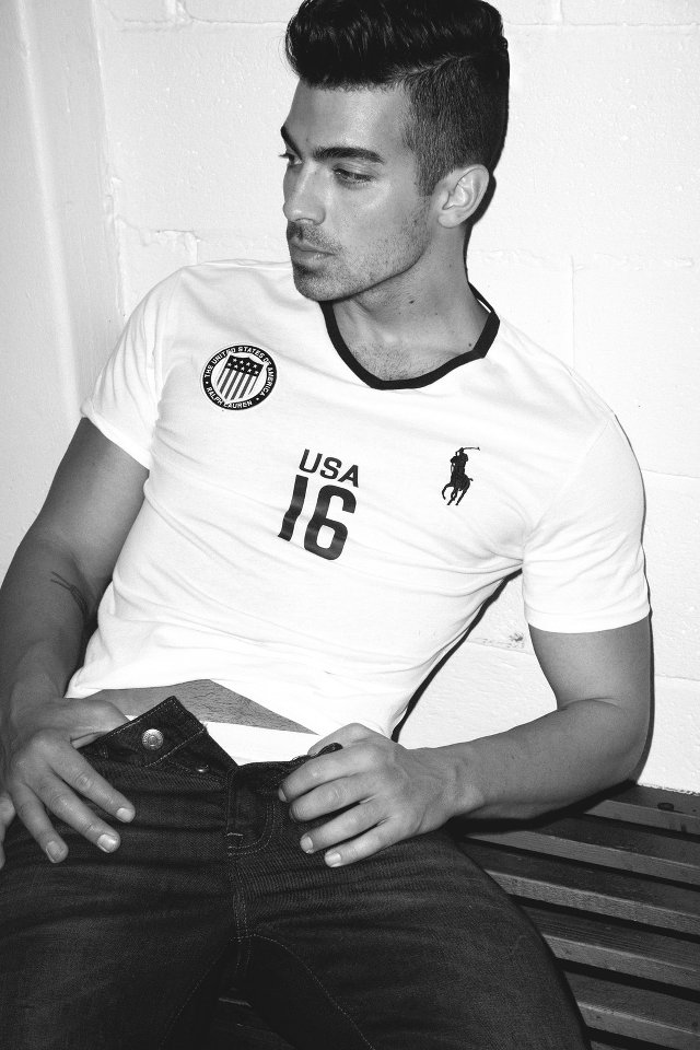 Joe Jonas poses for steamy Notion Magazine shoot ...