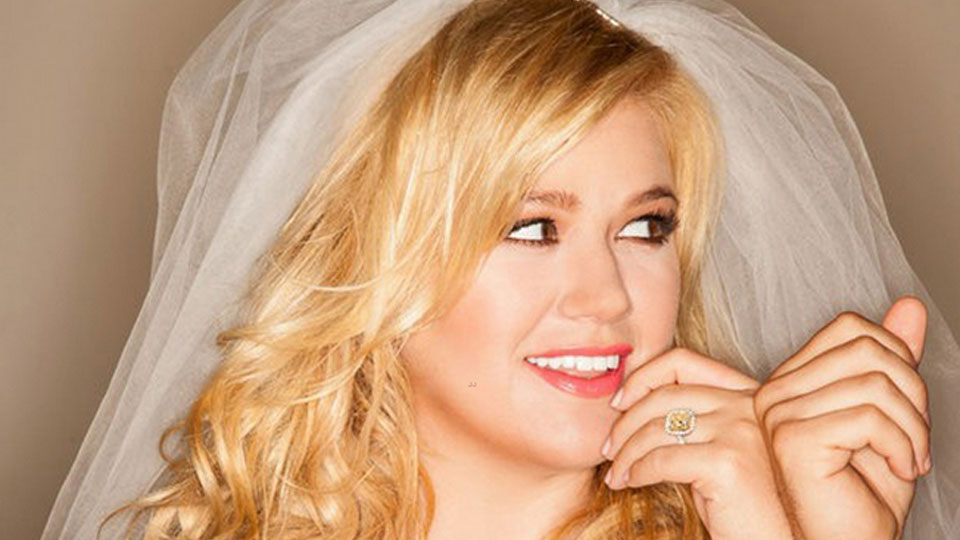 Kelly Clarkson - Wrapped in Red album review - Entertainment Focus