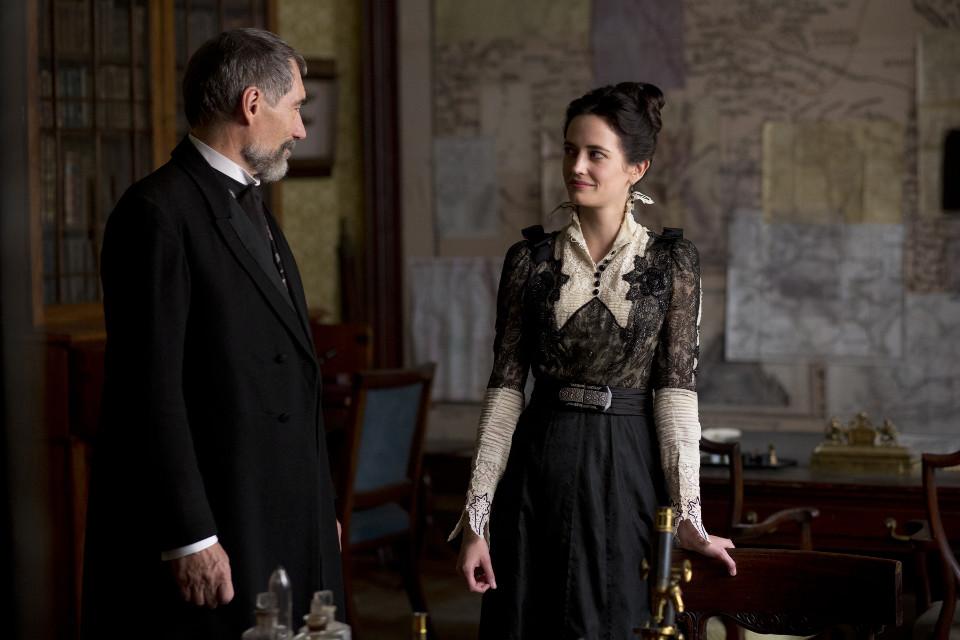 Timothy Dalton as Sir Malcolm and Eva Green as Vanessa Ives