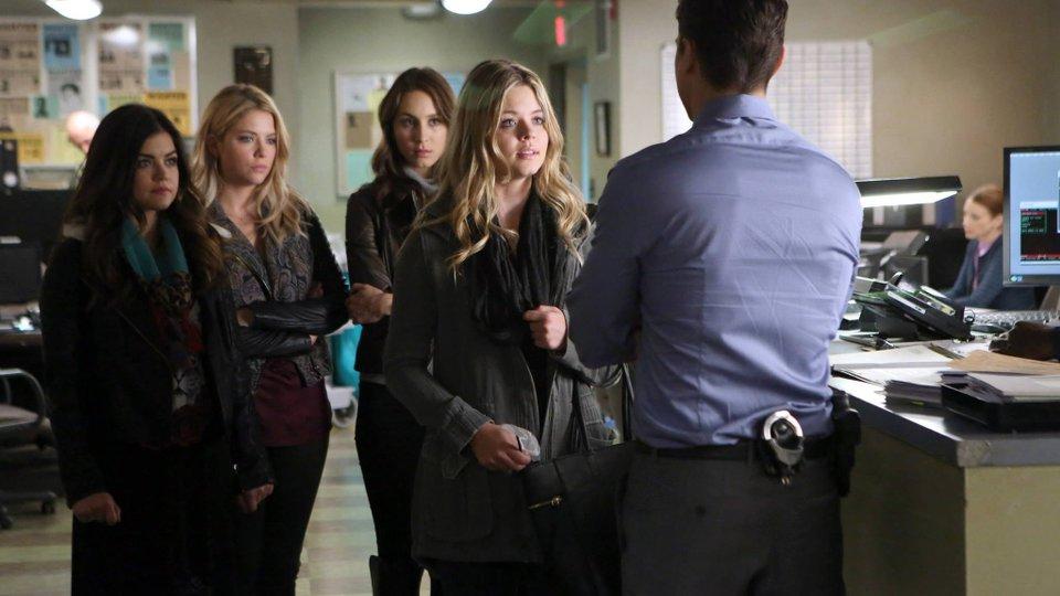Pretty Little Liars season 5 episode 2