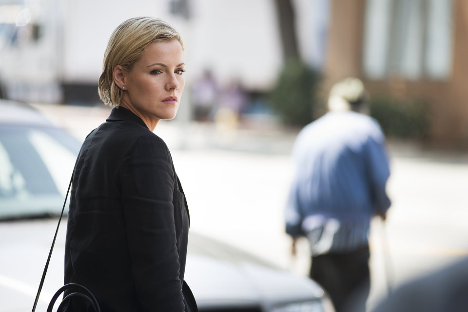 """Kathleen Robertson as Hildy Mulligan.  Murder in the First 1, ep. 1 """"Pilot"""""""