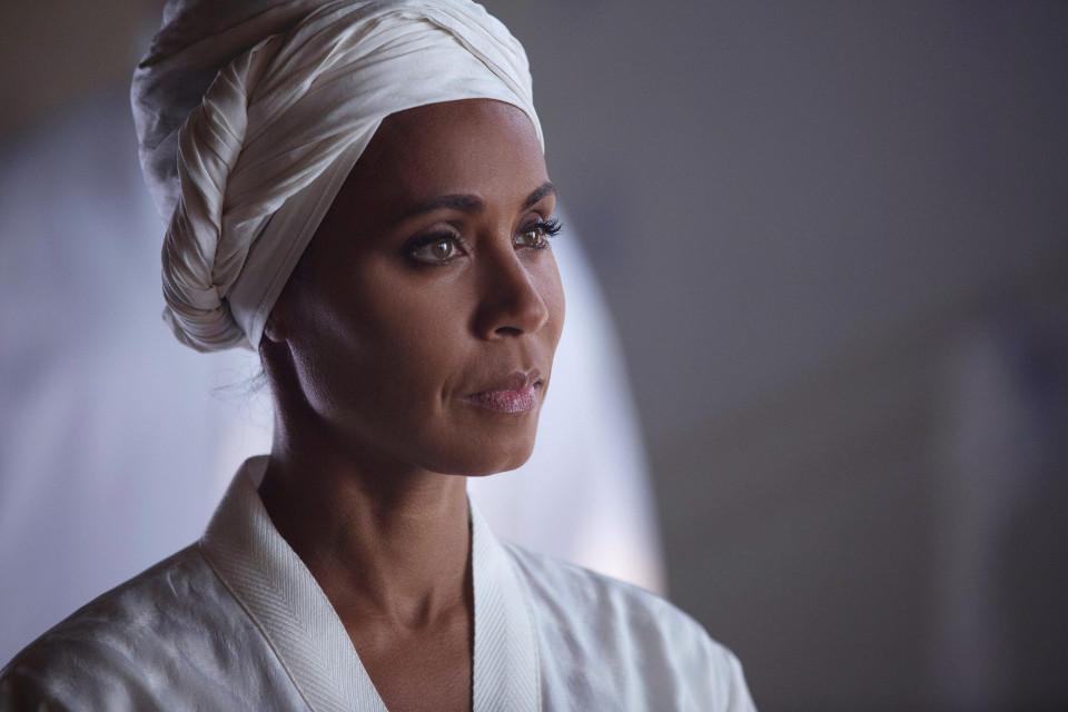 "Jada Pinkett Smith as Fish Mooney.  Gotham 1, ep. 17 ""Red Hood"""