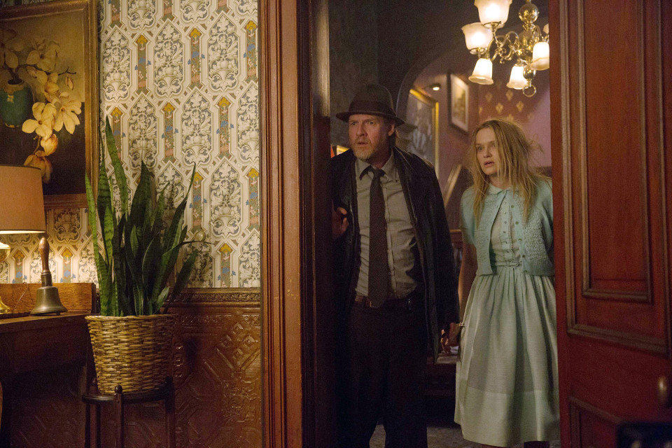 Donal Logue as Dtective Harvey Bullock and Nicholle Tom as Miriam.  Ep18