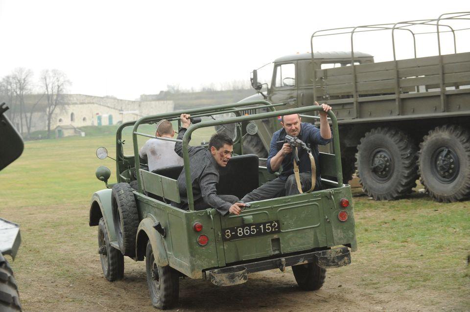Sullivan Stapleton as Sgt Damien Scott; Philip Winchester as Sgt Michael Stonebridge