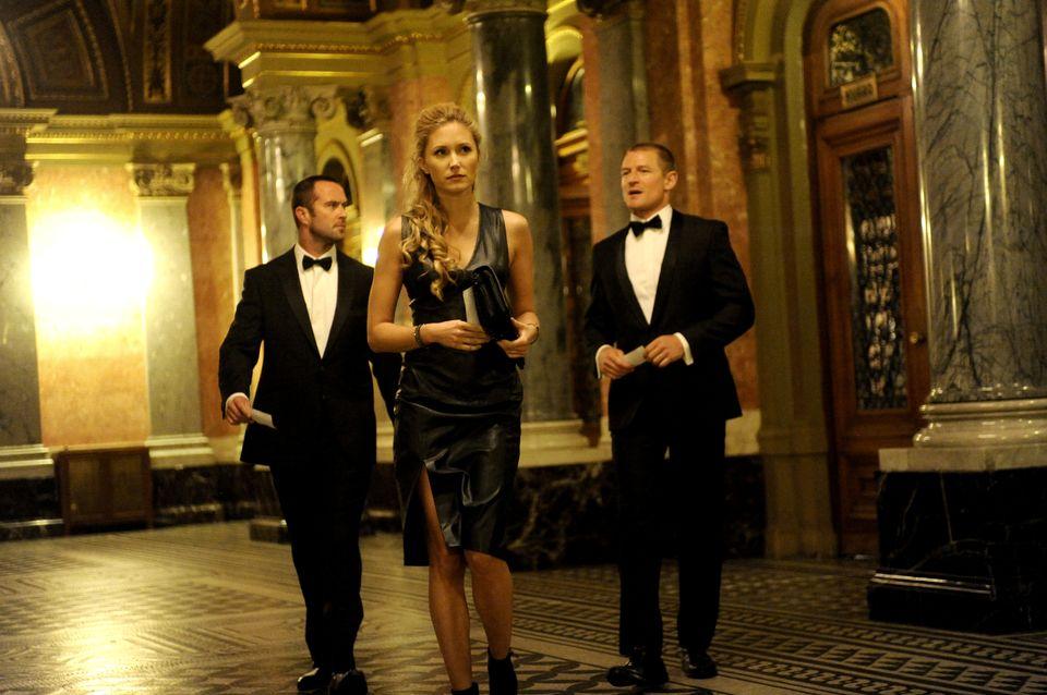Sullivan Stapleton as Sgt Damien Scott; Philip Winchester as Sgt Michael Stonebridge; Tereza Srbova as Nina