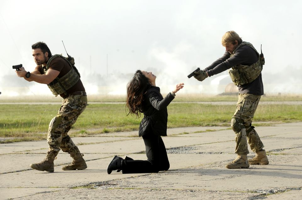 Dustin Clare as Faber; Michelle Yeoh as Li-Na; Leo Gregory as Mason