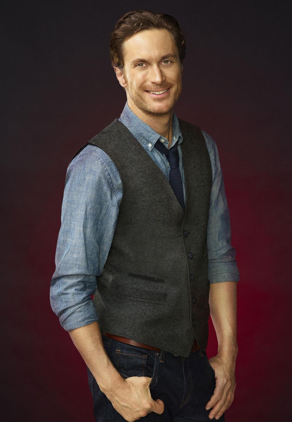Oliver Hudson as Wes