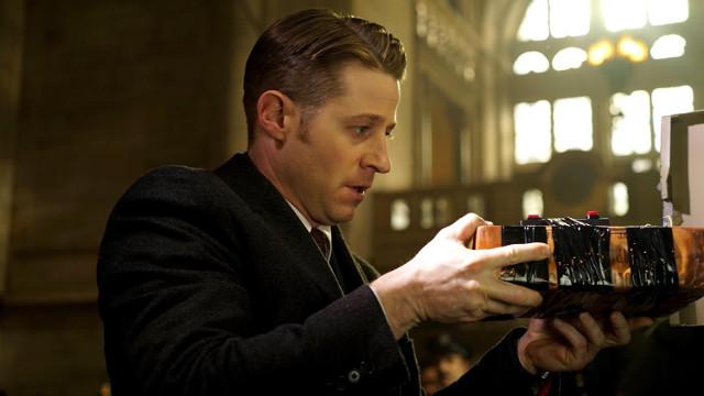 """Ben McKenzie as Detective James Gordon.  Gotham 2, ep. 15 """"Mad Grey Dawn"""""""