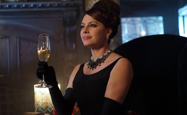 """Melinda Clarke as Grace Van Dahl.  Gotham 2, ep. 15 """"Mad Grey Dawn"""""""