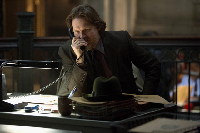 "Donal Logue as Detective Harvey Bullcok.Gotham 2, ep. 16 ""Prisoners"""