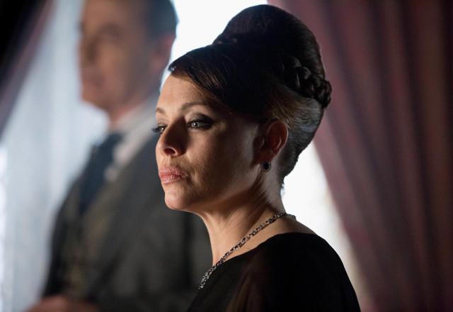 """Melinda Clarke as Grace Van Dahl.  Gotham 2, ep. 16 """"Prisoners"""""""