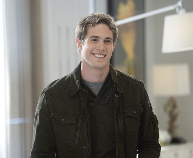 """Blake Jenner as Adam.Supergirl 1, ep. 11 """"Strange Visitor From Another Planet"""""""