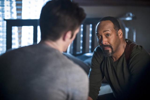 Jesse L. Martin as Detecitve Joe West and Grant Gustin as Barry Allen.