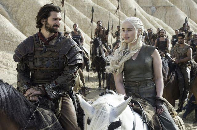 © HBO - Michiel Huisman as Daario Naharis, Emilia Clarke as Daenerys Targaryen