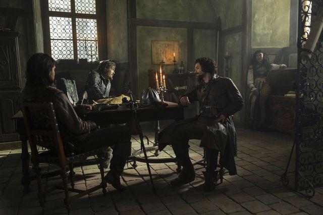 © BBC/Dusan Martincek - D'Artagnan (LUKE PASQUALINO), Athos (TOM BURKE), Aramis (SANTIAGO CABRERA), Sylvie (THALISSA TEIXEIRA)