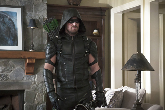 "ARROW - Series 4, Episode 22 ""Lost in the Flood"""