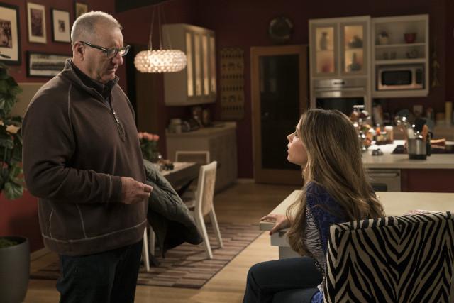 "(L-R): Jay (Ed O'Neill) and Gloria (Sofia Vergara) in ""Man Shouldn't Lie."""