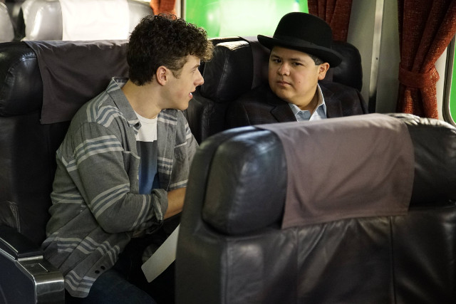 Modern Family 7x21 Crazy Train Preview Entertainment Focus