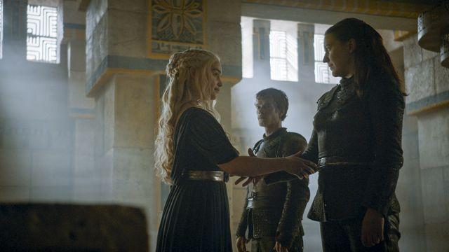 © HBO - Emilia Clarke as Daenerys Targaryen, Alfie Allen as Theon Greyjoy, Gemma Whelan as Yara Greyjoy