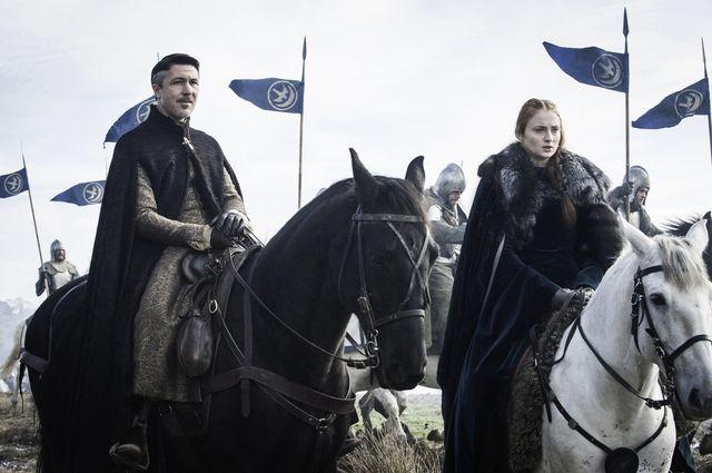 © HBO - Aidan Gillen as Littlefinger, Sophie Turner as Sansa Stark