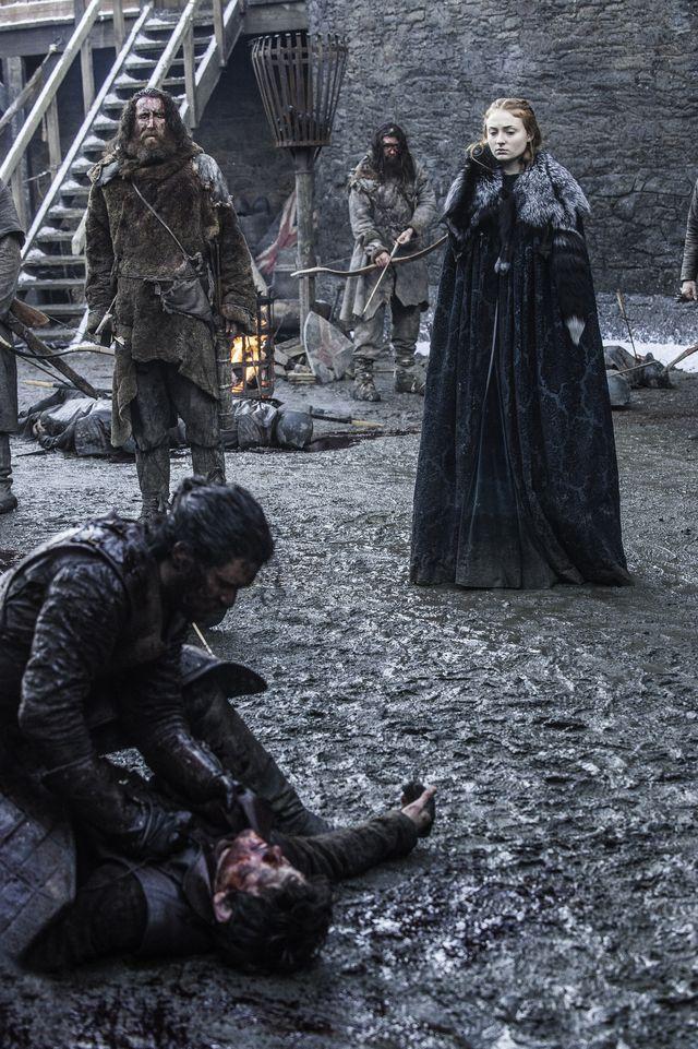 © HBO - Kit Harington as Jon Snow, Iwan Rheon as Ramsay Bolton, Sophie Turner as Sansa Stark