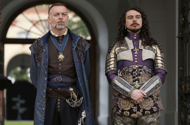 © BBC/Dusan Martincek - Captain Treville (HUGO SPEER), King Louis (RYAN GAGE)