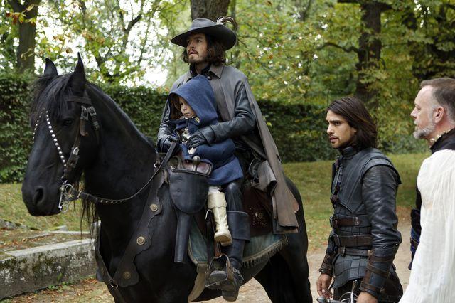 © BBC/Dusan Martincek - Dauphin (ROBERT FISHER), Athos (TOM BURKE), D'Artagnan (LUKE PASQUALINO), Captain Treville (HUGO SPEER)