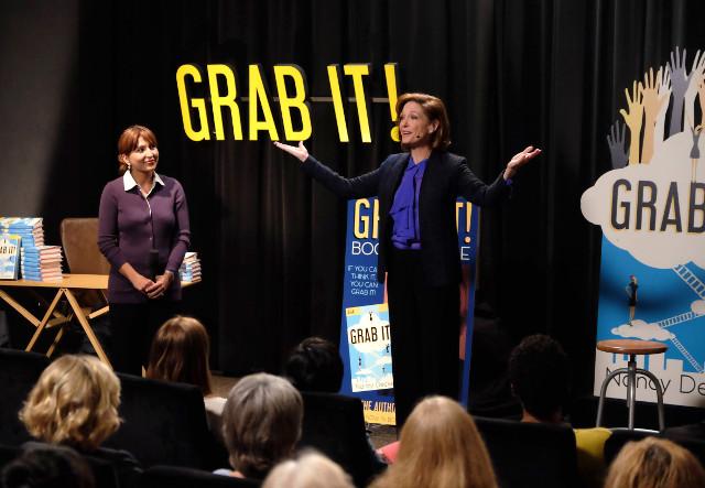 """(R): Nancy Decker (Shannon Cochran) in """"Grab It!"""""""