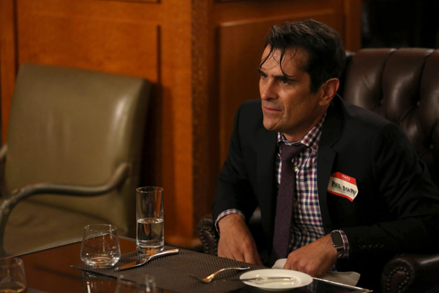 """Phil (Ty Burrell) in """"Grab It!"""""""