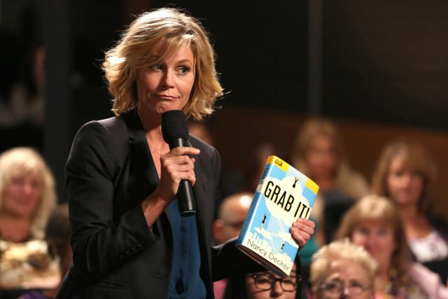 """Claire (Julie Bowen) in """"Grab It!"""""""
