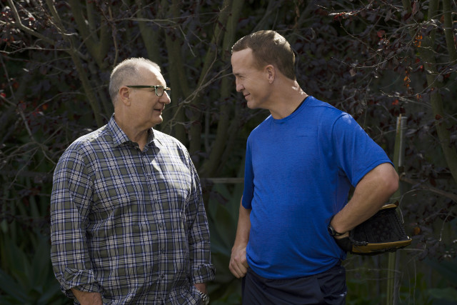 """(L-R): Jay (Ed O'Neill) and Coach Gary (Peyton Manning) in """"Do It Yourself."""""""