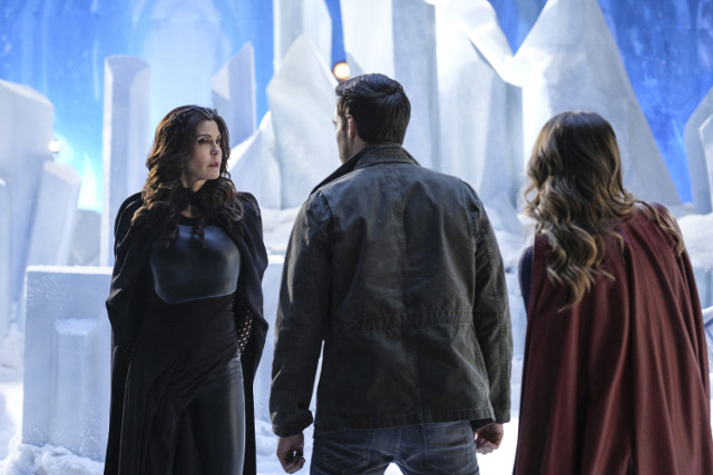 Unit stills from Episode 17 of Supergirl, Distant Sun