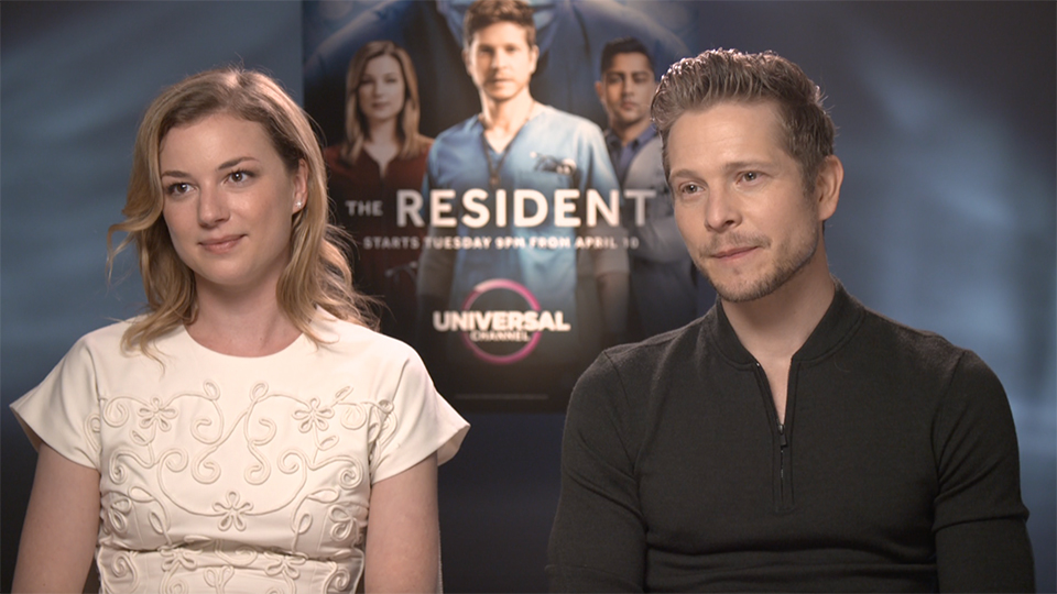 Emily VanCamp and Matt Czuchry