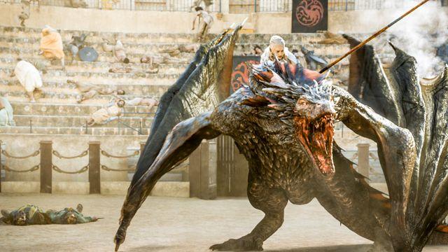Game of Thrones - Drogon rescues Daenerys