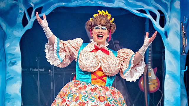 Simon Nock returns to the Rock 'n' Roll Pantomime. Credit: Ant Robling.